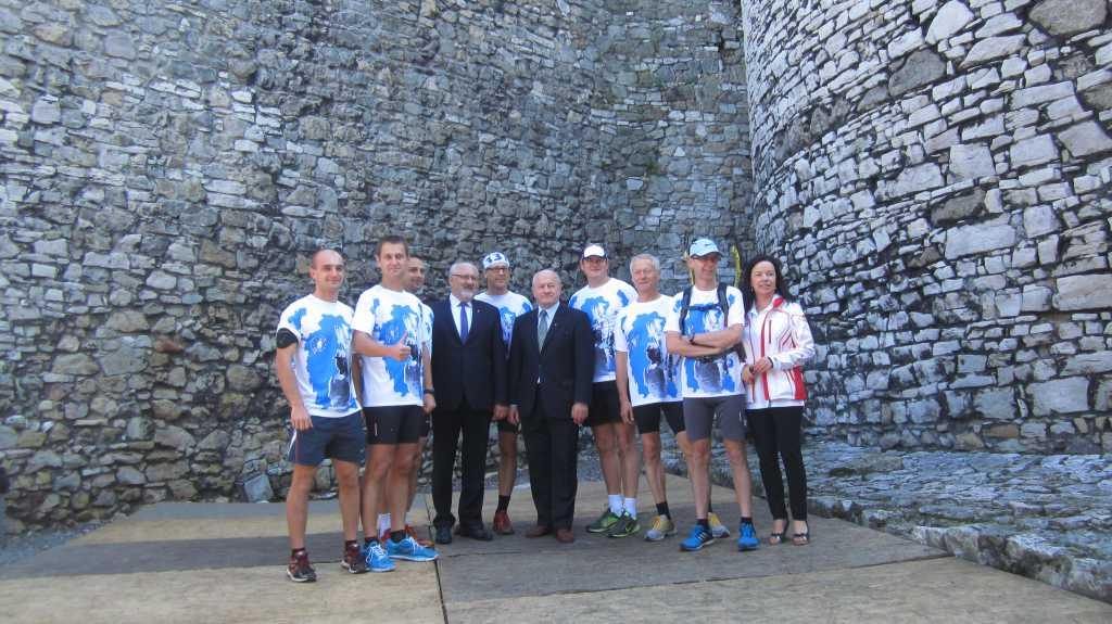 Sportowcy i sponsorzy na zamku w Będzinie.