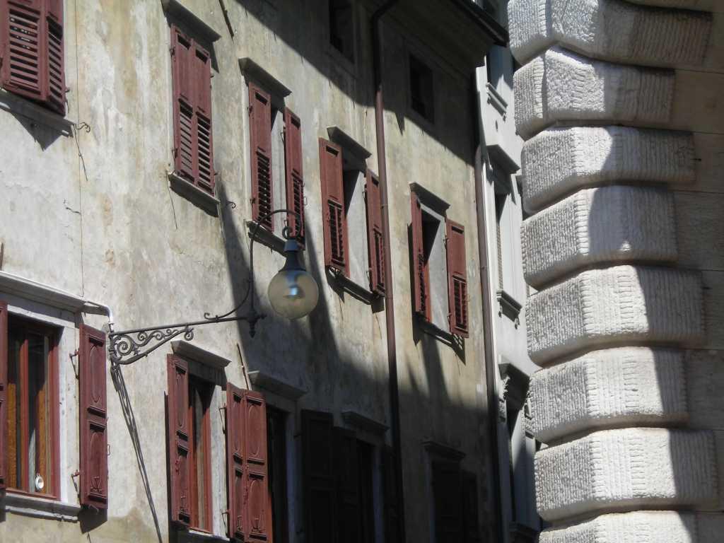 Gasse in Udine.
